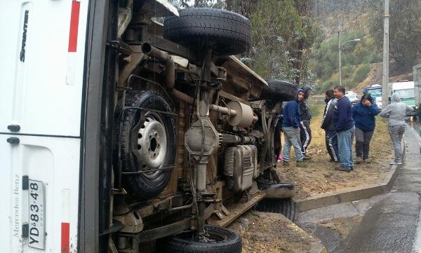 Camioneta de carga que volcó en Ruta Las Palmas | Víctor Lillo (RBB)