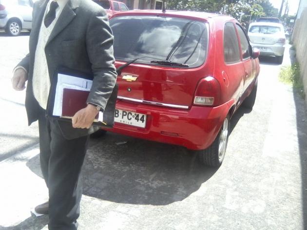 Insólito estacionamiento en las veredas | Verónica Cares