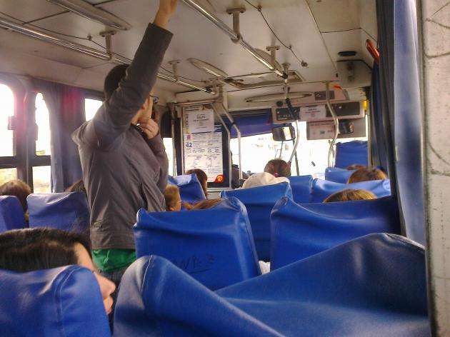 Chofer de la locomoción colectiva trata irrespetuosamente a pasajero: