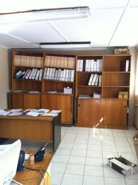 Caída de cosas en oficina | Roxana Donoso vía Twitter