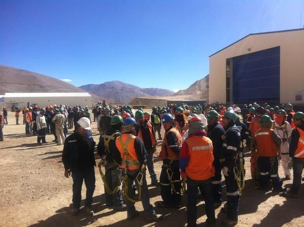 Evacuación en minera Caserones |  Andrés Tobar (C)