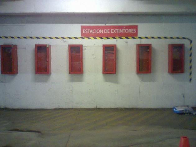 Estación de extintores vacía en Jumbo Copiapó | Giannina Ríos