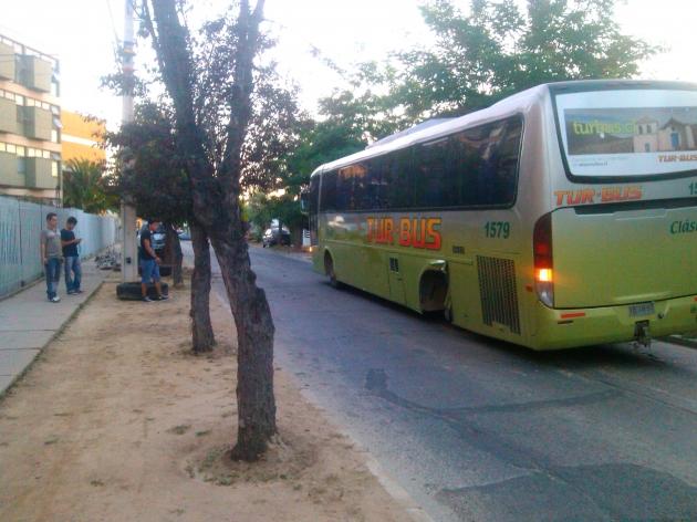 Turbus Pierde 2 ruedas | Emilio Uribe