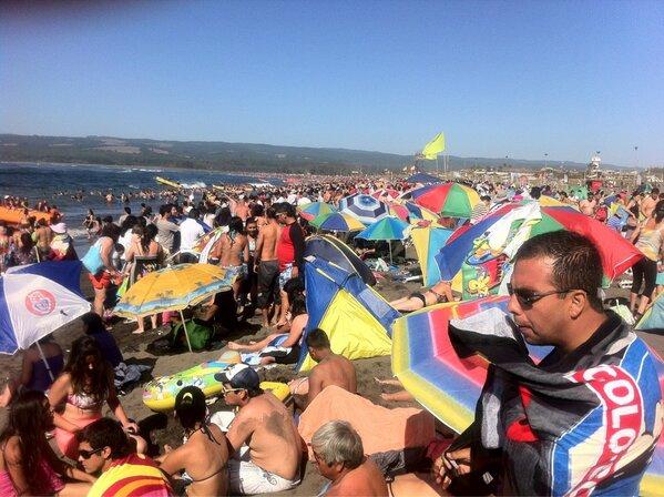 Un mar de gente en Pichilemu | @MaxQuitral