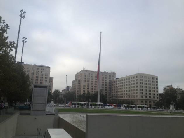 Bandera a media asta en La Moneda | Néstor Aburto (RBB)