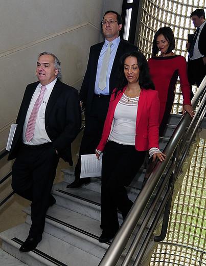 Beyer a su llegada al Congreso, junto a otros ministros | Pablo Ovalle/AgenciaUNO