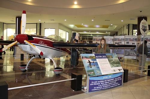Aviones aterrizan en Mall Arauco Maipú