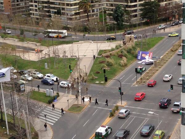 Cartel de Allamand caído en Las Condes | Patricio Millas (@pmillas)