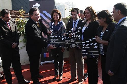 Ministro Ampuero entrega sello Film Friendly a representantes de los municipios de Santiago, San José de Maipo, Torres del Paine, San Pedro de Atacama y Valparaíso.