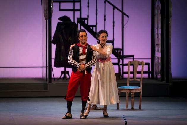 El barítono ruso Rodion Pogossov y la mezzo georgiana Ketevan Kemoklidze entregan interpretaciones de gran calidad en esta producción de la famosa ópera de Rossini.