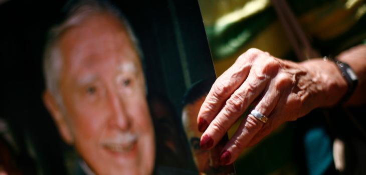 Partidaria de Pinochet durante conmemoración del quinto aniversario de su muerte | Juan Gonzalez/AgenciaUNO