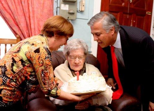 Celebrando sus 103 años