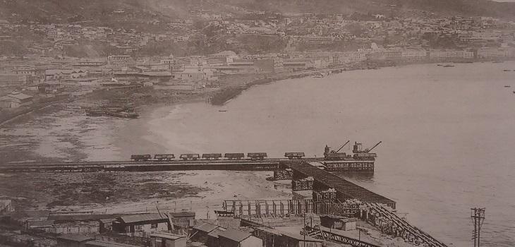 Antiguo muelle de carbón mlibro Memoria gráfica de Valparaíso de Giulio Pecchenino y José Luis Widow