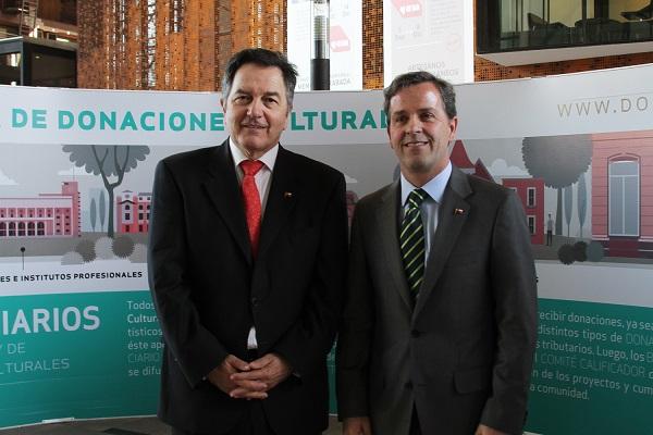 Ministro Ampuero junto a Ministro Félix de Vicente