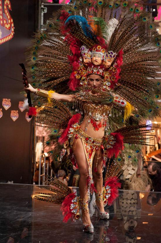 Nastassja en su traje típico | www.missuniverse.com