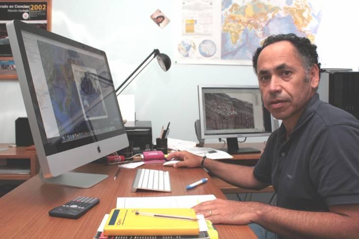 Dr. Gabriel González, geólogo UCN