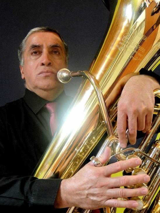 Tuba del músico Carlos Herrera