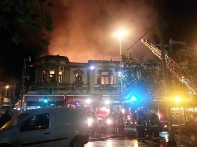 Gran incendio costado metro Los Heroes   Hector Ulloa