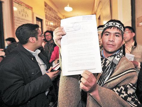 Solicitud de asilo político | La Razón Bolivia (C)