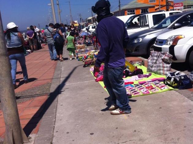 comerciantes de lenga impiden el paso de ciclistas por las ciclovias  | Soraya Allende