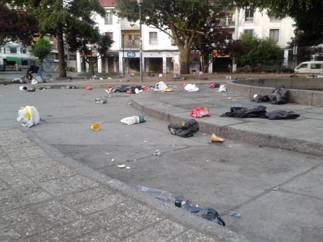 Basura post-jolgorios Plaza Perú | Eduardo Rojas