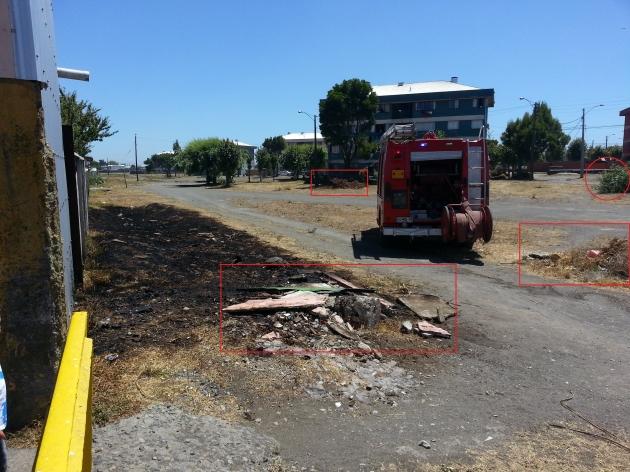 Fuego en pastizales cercanas a casas | Ruth Mardones