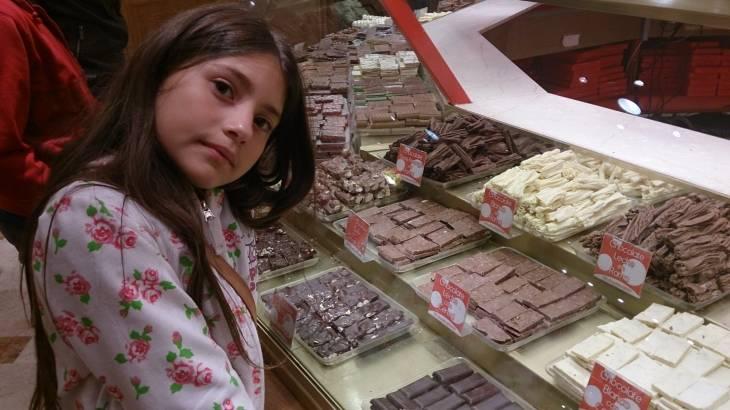 La niña de compras | Cecilia Aranda