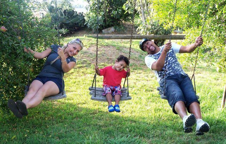 Foto Familiar con su hijo y pareja | Facebook