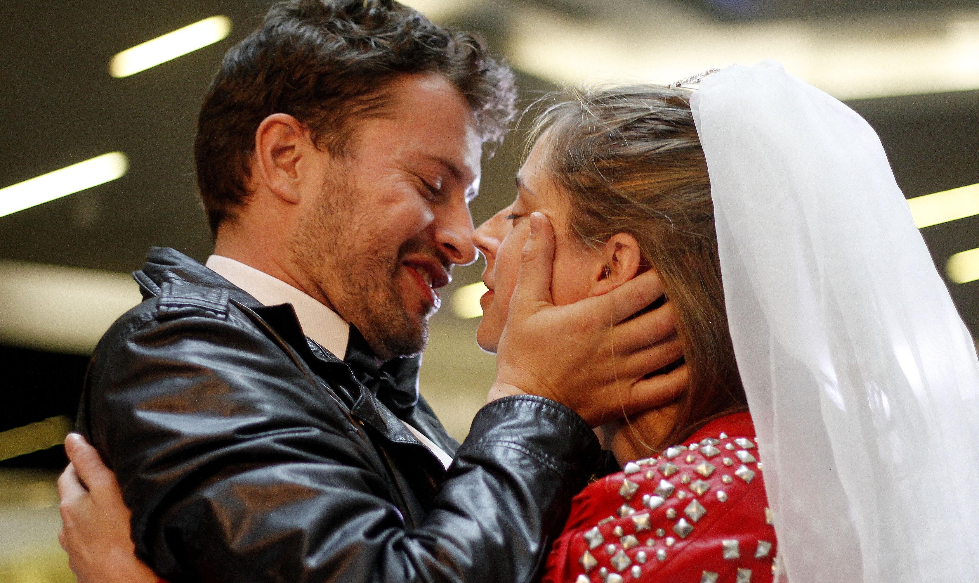 Matrimonio Simbolico Las Vegas : Ex actriz de chv se casa simbólicamente en capilla estilo u clas
