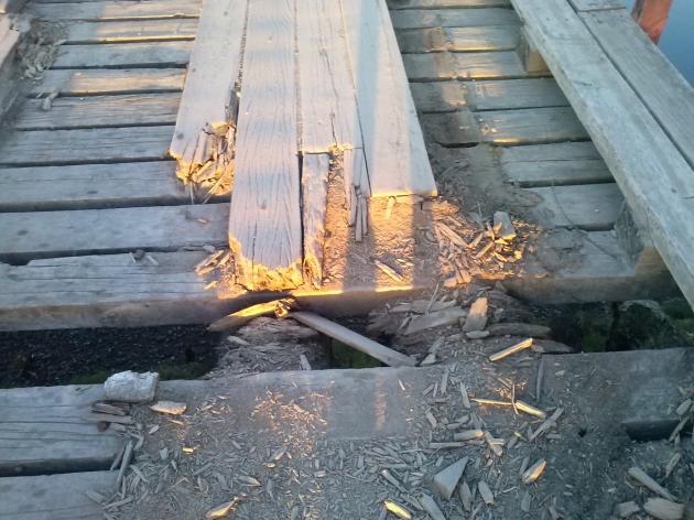 Puente en mal estado | Victor Santana