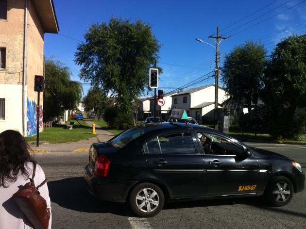 Señal de tránsito que impide el viraje hacia la izquierda | Cristóbal Torres