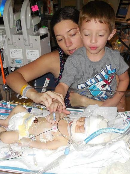Ashlee, Tucker y el bebé   Ashlee Hammac