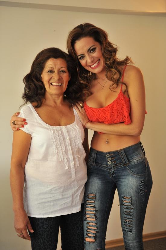 La tia la madre y la hija en la misma ducha tribute - 3 4