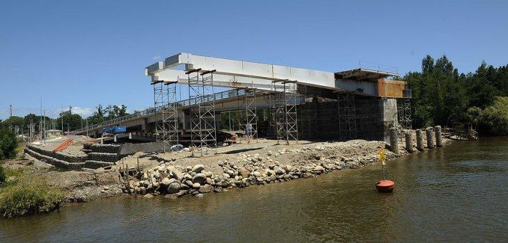 Construcción de puente Cau Cau | MIGUEL ANGEL BUSTOS / AGENCIAUNO