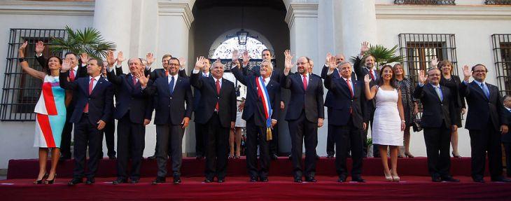El Presidente de la Republica, Sebastian Piñera , encabeza la ultima foto oficial junto a todo su Gabinete | Pedro Cerda/AGENCIAUNO