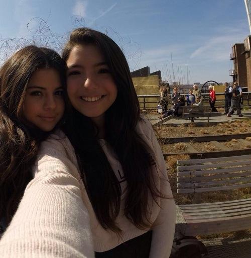 Selena e Isabella | Alta Comunicación