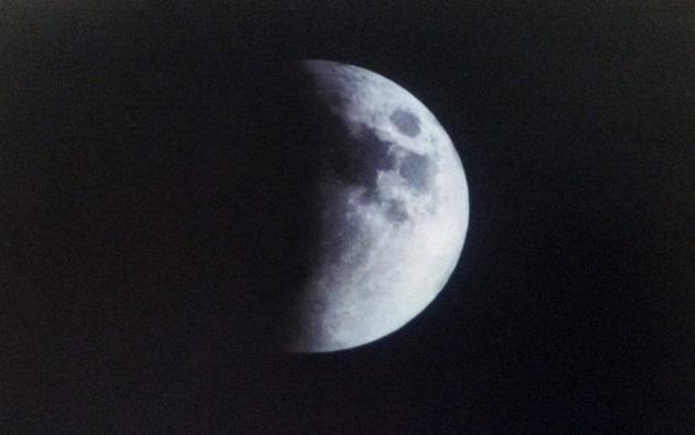Luna en su parcialidad | Arturo Gómez