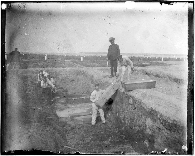 Una de las fosas de alrededor de 1890 | Jacob Riis