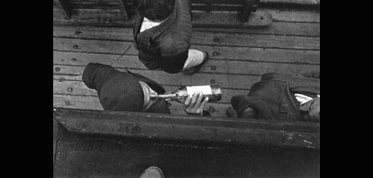 En un barco rumbo a Chiloé, saliendo de Puerto Aysén, Chile, 1957, libro Sergio Laraín Éditions Xavier Barral (c)