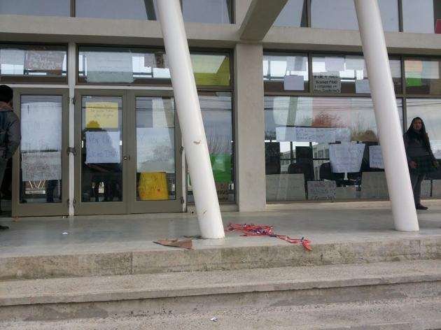 Asi es como los alumnos del Liceo San Felipe de Arauco exigen soluciones claras
