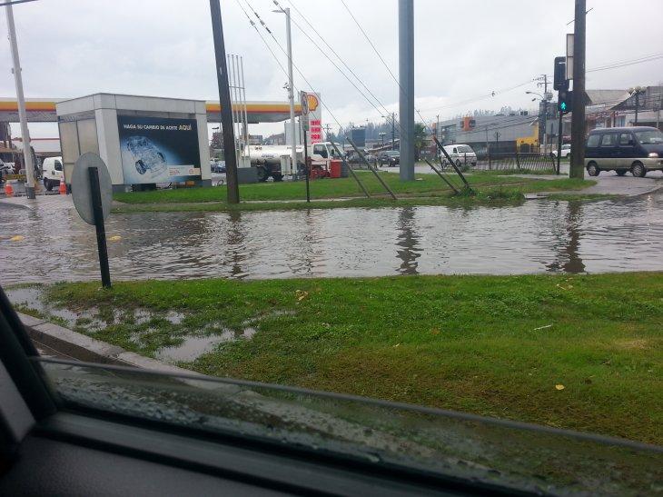 Calle inundada en San Pedro de la Paz