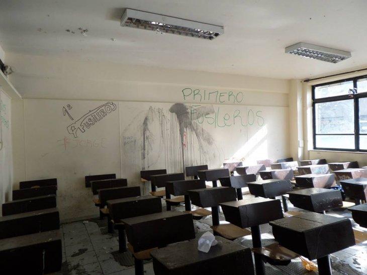Destrozos en el Instituto Nacional | Rodrigo Torres