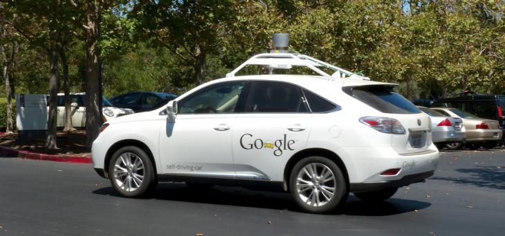 Google cuenta en sus instalaciones con vehículos que se manejan solos | romanboed (cc)
