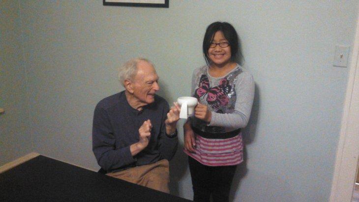 Lily y su abuelo en Facebook