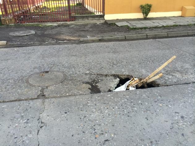 Pelugro: zocavón en transitada calle de Hualpén | Víctos Arellano