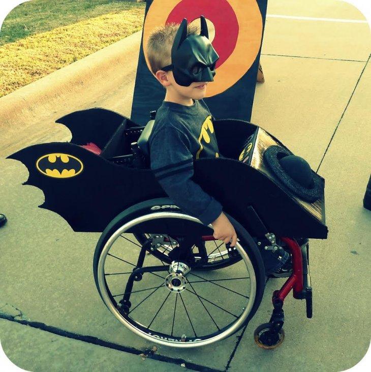 Caleb de 6 años vestido de Batman | Cassie McLelland