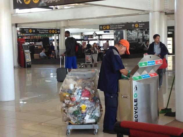 Basura en contenedores diferenciados  | Oriana Bernasconi  Ramirez