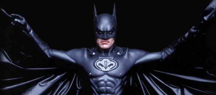 """El Batman con """"batipezones"""" que interpretó George Clooney"""