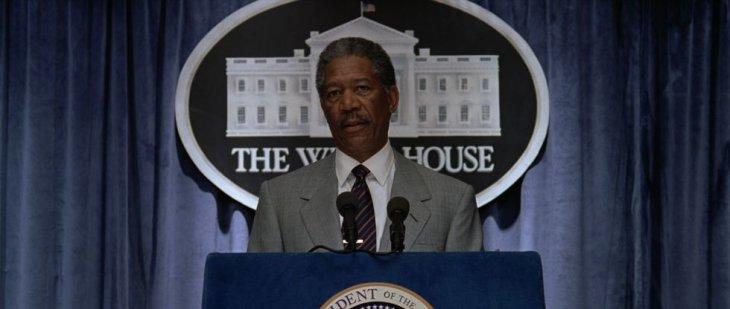 """Morgan Freeman como presidente de los Estados Unidos en """"Impacto Profundo"""""""