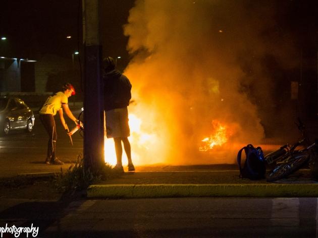 Ciclistas versus barricadas | Felipe Muñoz